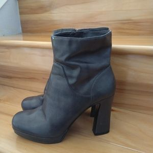 Nine West grey ankle boots size 9.5